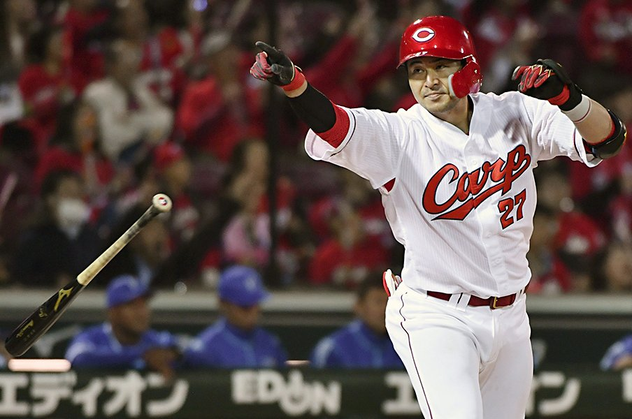 """カープ會澤翼の""""漢気""""と理想像。打てて守れる、勝てる捕手として。<Number Web> photograph by Kyodo News"""