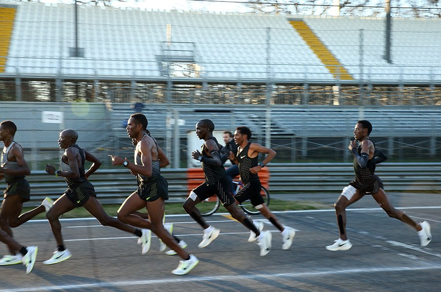 「簡単じゃない。でも不可能じゃない」フルマラソン2時間切りへの挑戦。<Number Web> photograph by Shigeki Yamamoto