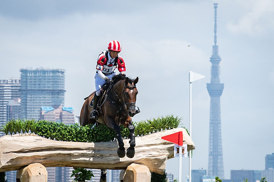 """GI競走で誘導していたあの人が…JRA職員3人が東京五輪で《総合馬術・馬場馬術》に挑む """"会社員""""ならではの葛藤を超えて"""