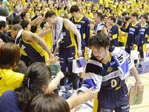 栃木ブレックス、決勝進出の陰に。選手の強気、コーチの献身、そして。