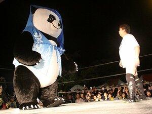 大地震2日後、根室のリングで見たジャイアントパンダへの声援と笑顔。