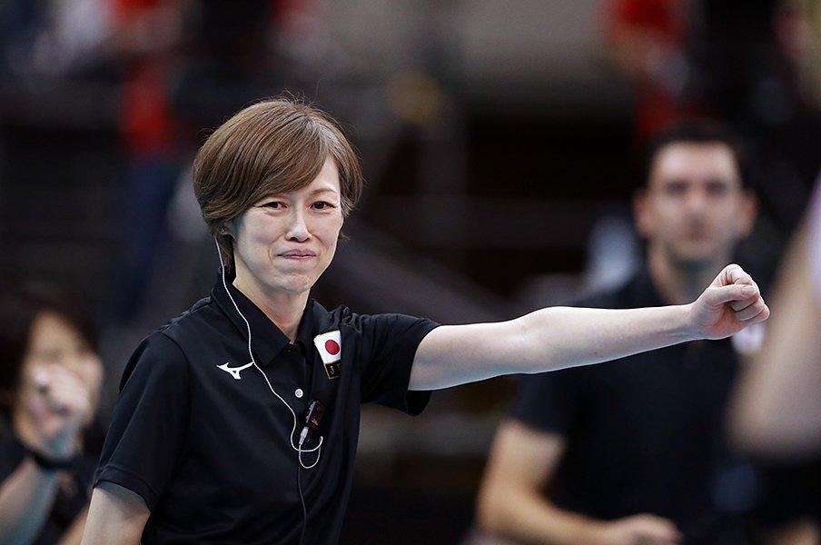 全日本女子バレーの好調を支える、中田久美のぶれない指導力とは。<Number Web> photograph by AFLO