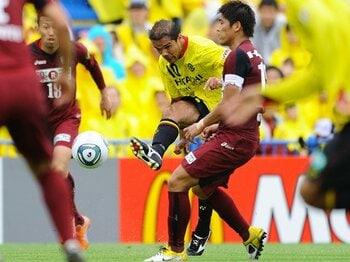 魅惑の攻撃サッカーで柏がJ1を面白くする。~レイソル躍進の理由と展望~<Number Web> photograph by Masahiro Ura