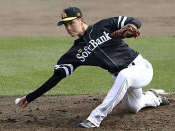 """リリースが「前」で、球も速い。SB高橋礼は東京五輪の""""秘密兵器""""。<Number Web> photograph by Kyodo News"""