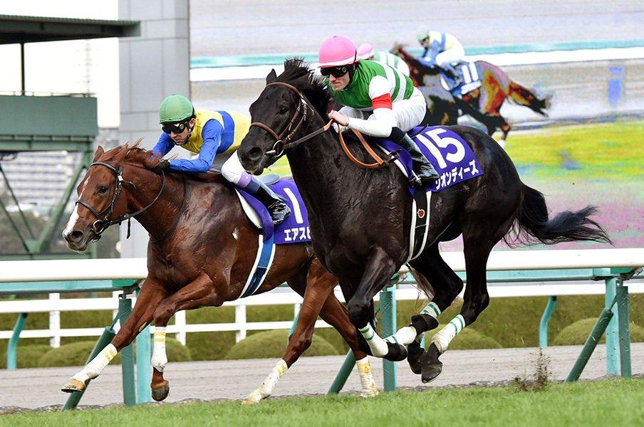 朝日杯FS、デビュー1カ月でGI制覇。武の偉業遮ったリオンディーズの鬼脚。<Number Web> photograph by Kyodo News