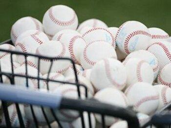 「飛ばない」低反発球に統一決定!矛盾抱えつつもプロ野球界が国際化。<Number Web> photograph by Tamon Matsuzono