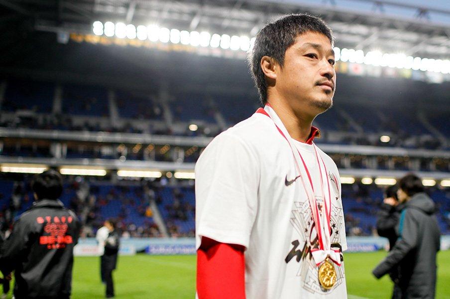 笑わない男・小笠原満男が笑った日。現チームの礎を作ったあのタイトル。<Number Web> photograph by Kiichi Matsumoto