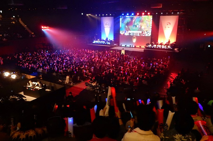 eスポーツが日本で急拡大する3要因。「○○離れ」した若者を吸収中!?<Number Web> photograph by Negi Yagi