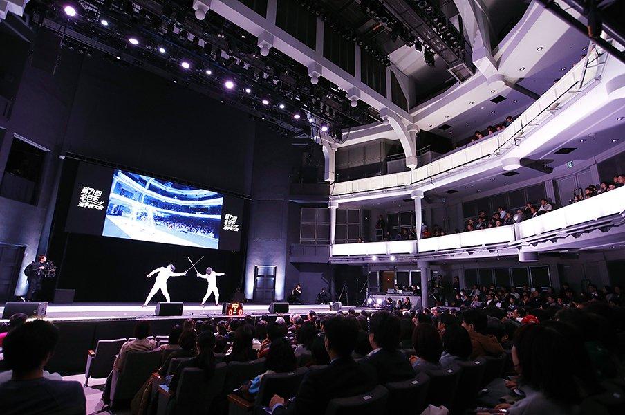 劇場に響く「WE WILL ROCK YOU」。フェンシング日本一決戦の超演出。<Number Web> photograph by Sho Tamura/AFLO SPORT