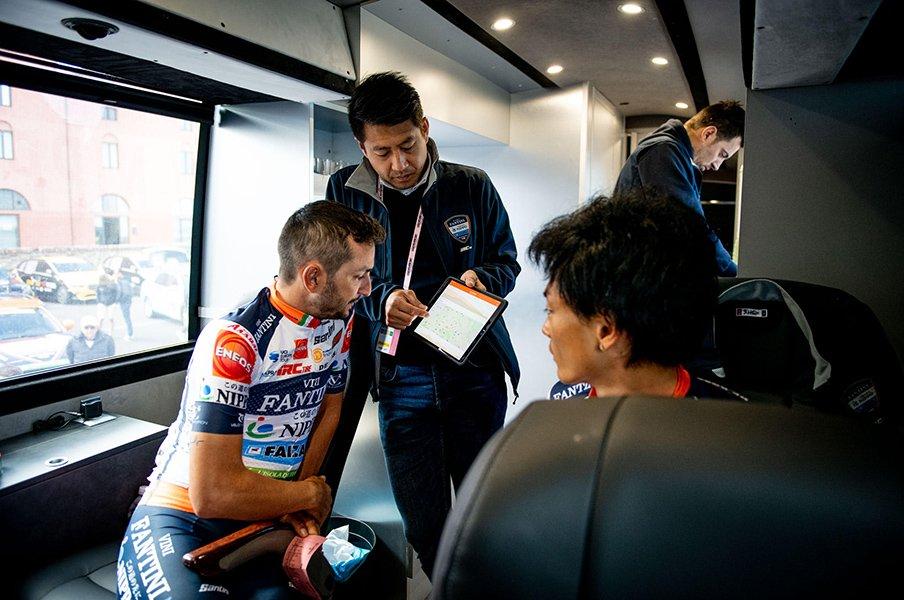 """監督として""""ジロ""""に挑む水谷壮宏。夢破れても、自転車に魅せられた人生。<Number Web> photograph by Sonoko Tanaka"""