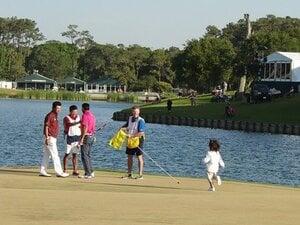 敗れた直後に勝者を祝福する難しさ。松山英樹がデイの家族に見せた表情。