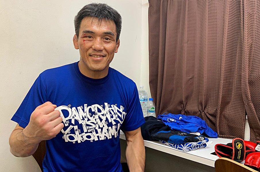 近藤有己43歳、郷野聡寛戦で久々勝利。直後に控室で語った「強さ」への思い。<Number Web> photograph by Norihiro Hashimoto