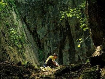 <達人が教える山旅> 山野井泰史と行く奥多摩 「奥多摩もヒマラヤも同じように面白い」<Number Web> photograph by Kisei Kobayashi