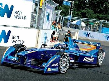 北京の開幕戦には佐藤琢磨も出場。エンジンよりもモーターは圧倒的にレスポンスが速い。