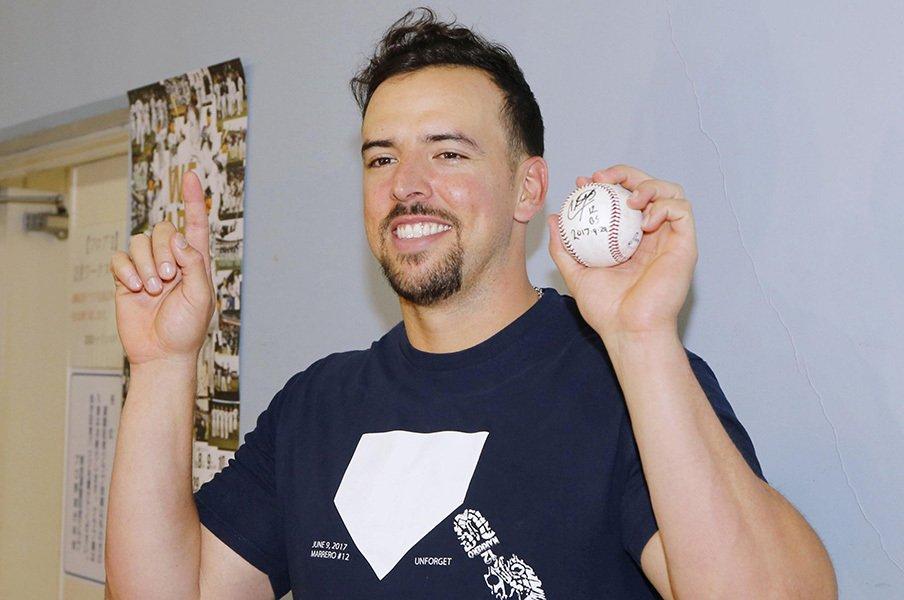 運と偶然に溢れた10万本の本塁打。数え間違い、踏み忘れ、メモリアル。<Number Web> photograph by Kyodo News