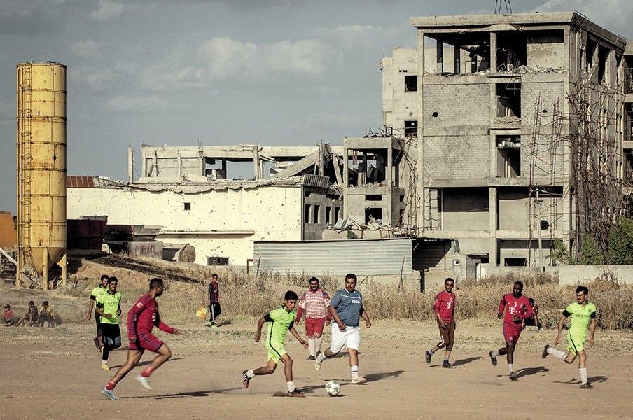 アジア杯をTV観戦したら公開処刑。イスラム国がサッカーを禁じた日。<Number Web> photograph by Sebastian Castelier