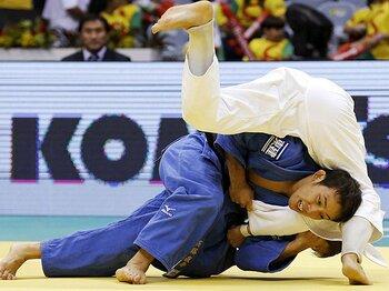 「対応力」で金を獲得した高藤直寿。世界柔道で見えた男子復活の兆し。<Number Web> photograph by Kyodo News