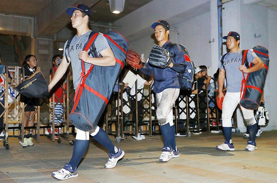 甲子園からU18への移行の難しさ。不出場組を呼ぶ手もあったのでは?<Number Web> photograph by Kyodo News
