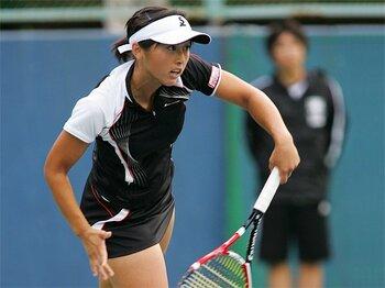 """""""小動物系""""土居美咲の、男子顔負けのスケール感。~日本女子テニスの枠を超えて~<Number Web> photograph by Hiromasa Mano"""