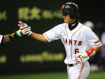 攻撃的2番打者・坂本勇人の誕生が、日本野球の既成概念を打ち砕く!<Number Web> photograph by Naoya Sanuki