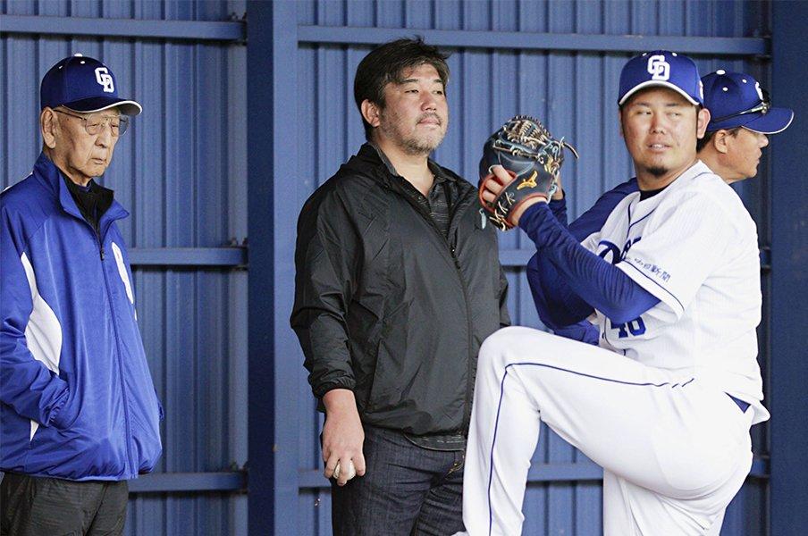 杉下茂と野茂英雄が中日キャンプに!魔球フォークを巡る70年前の伝説。<Number Web> photograph by Kyodo News