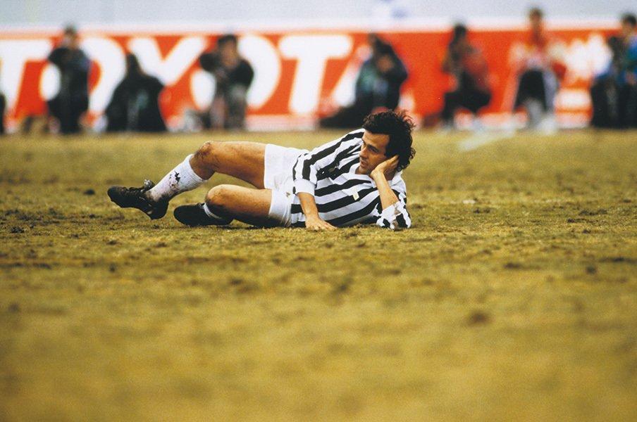 「オフサイド廃止案」は奇抜すぎ?本気でそのサッカーを想像してみた。<Number Web> photograph by AFLO