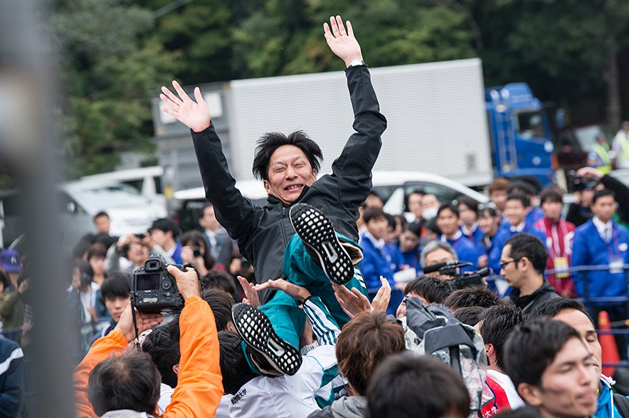 3冠王手。青山学院の分厚さと、原晋監督の根っこにある反骨精神。<Number Web> photograph by Shunsuke Mizukami