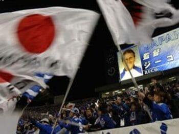 サッカーが好きなのか。日の丸が見たいのか。<Number Web> photograph by Takuya Sugiyama