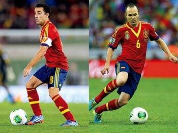 シャビ&イニエスタ。パスサッカーを完成させる最強の頭脳。<Number Web> photograph by Getty Images