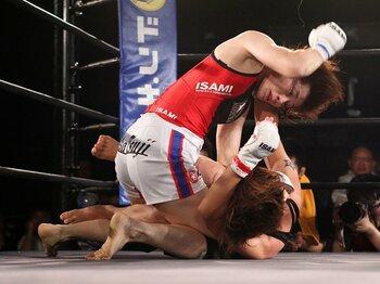 迫力の試合運びに見た、女子格闘技界の将来性。~日本独自の文化になるか?~<Number Web> photograph by Susumu Nagao