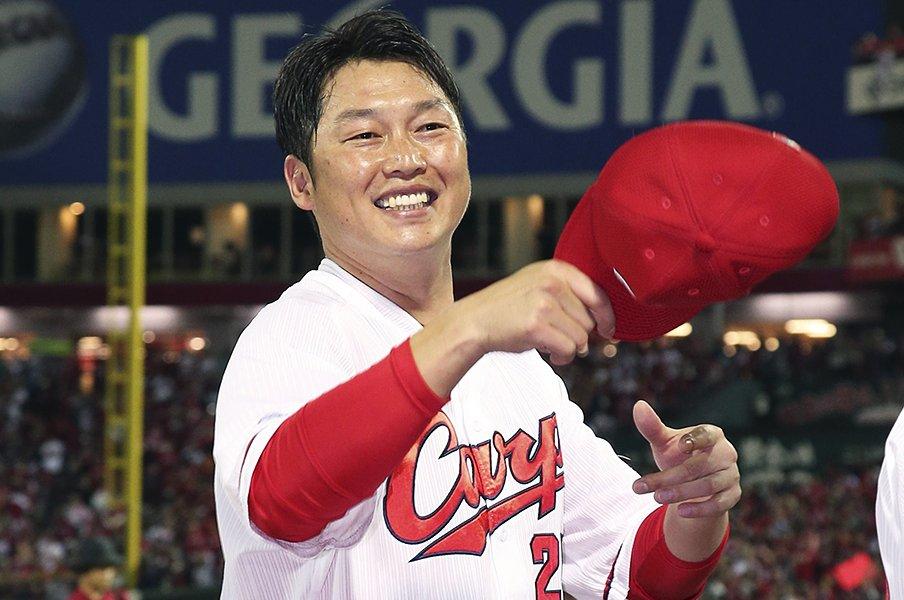 新井さんの笑顔は涙でできている。若きカープの4番打者が号泣した日。<Number Web> photograph by Kyodo News