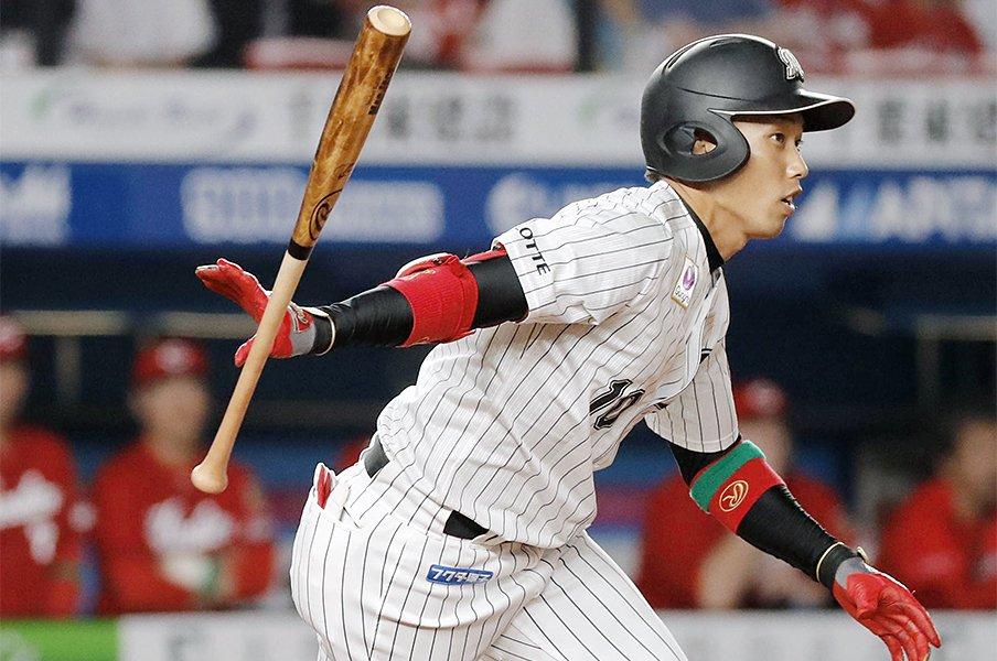 俊足だけど「僕、運動神経悪い」。ロッテ加藤翔平は早生まれの希望。<Number Web> photograph by Kyodo News