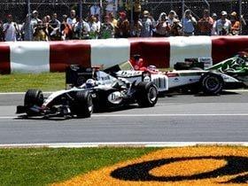 走り続けるフェラーリと、トラブル続きの追撃陣。