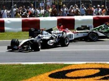 走り続けるフェラーリと、トラブル続きの追撃陣。<Number Web> photograph by Hiroshi Kaneko