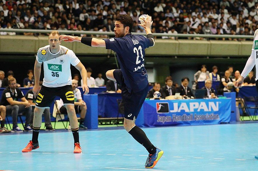 日本ハンド界から続々海外武者修行へ。東京五輪への強化策は進んでいるか?<Number Web> photograph by YUTAKA/AFLO SPORT