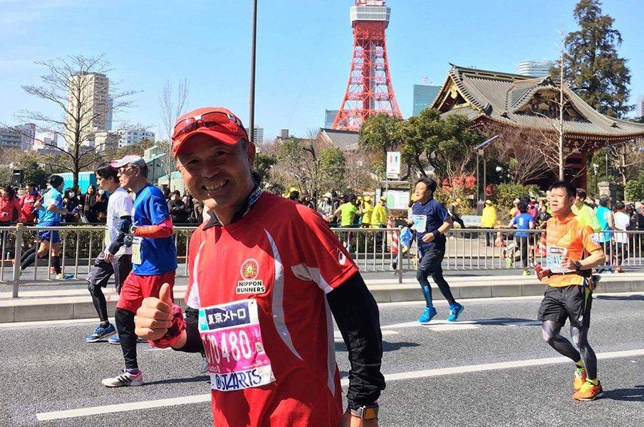 「今回は4時間30分ぐらいかけてゆっくりと楽しみます」と話した通り、途中でマイクパフォーマンスに参加するなど、東京マラソンを満喫した。