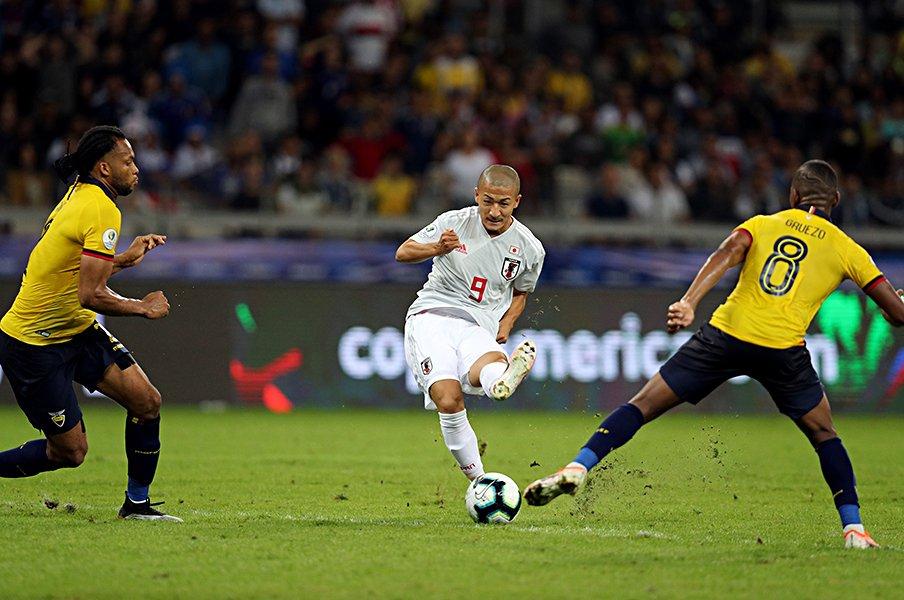 余裕がないと得点は決め切れない?日本サッカーに欲しい「遊び」。<Number Web> photograph by JFA/AFLO