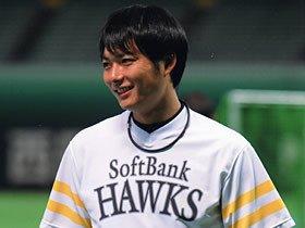 27歳の新人王・攝津正は51年ぶりの記録を目指す。~ソフトバンクの苦労人が追う夢~