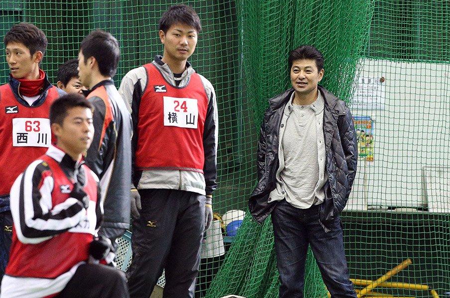 広島、緒方体制2年目は強烈な逆風。サンフレッチェに学ぶ「3本の矢」。<Number Web> photograph by NIKKAN SPORTS