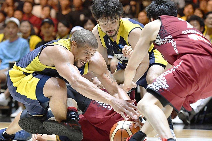 田臥「負けた時に、チームみんなが」Bリーグ初代王者、栃木の1年間。<Number Web> photograph by Kyodo News