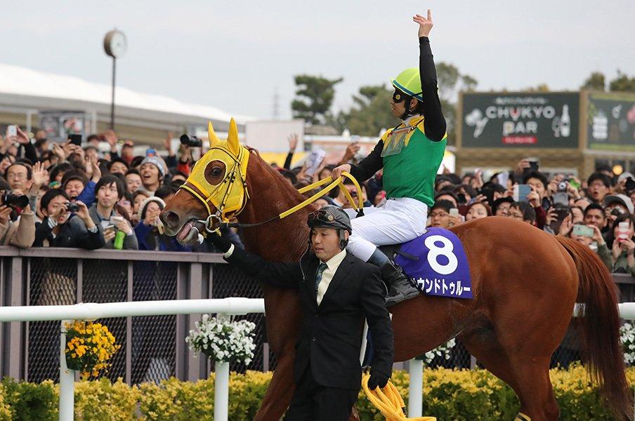 ダートの新王者はサウンドトゥルー!追い込み一辺倒が「必殺の形」。<Number Web> photograph by Yuji Takahashi