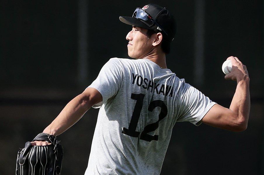 """日本球界""""追放""""でもメジャーへ。吉川峻平「甘い決断はしていない」<Number Web> photograph by Kyodo News"""