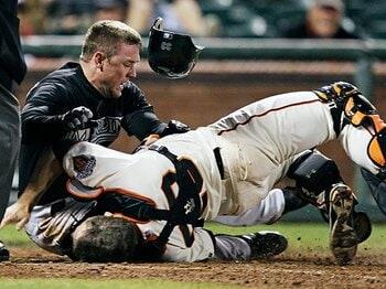 無駄マッチョと野球のスリル。~本塁ブロックがMLBで禁止へ~<Number Web> photograph by AP/AFLO