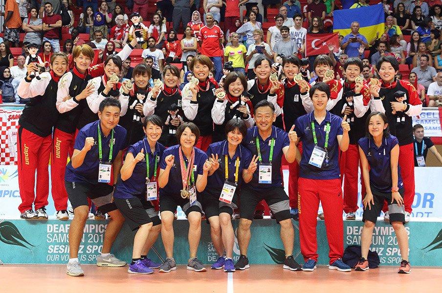 元日本代表・狩野美雪とデフバレー。指揮官として得た金メダルの意義。<Number Web> photograph by Japan Deaf Sports Federation
