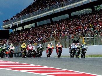 今季のモトGPで白熱のレースが続く理由。~2強が呑んだ不利なルール改正~<Number Web> photograph by Satoshi Endo