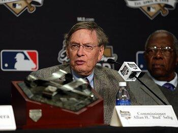薬物撲滅に続きビデオ判定を強化。MLB改革の全ては、ファンのために。<Number Web> photograph by Getty Images