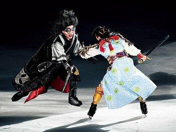 舞台『氷艶』が切り開いたフィギュアスケートの新境地。~歌舞伎役者がスケート靴ですべり、高橋大輔が足袋で踊る~<Number Web> photograph by Asami Enomoto