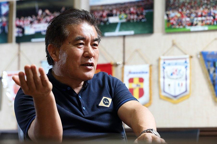 鹿島の強化部長を20年間務める男。鈴木満が語る監督、OB、鹿島の流儀。<Number Web> photograph by Shigeki Yamamoto