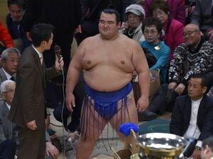 """36歳琴奨菊、最年長関取の引退 9年前、新大関が""""憧れの先輩大関""""魁皇に語った夢"""