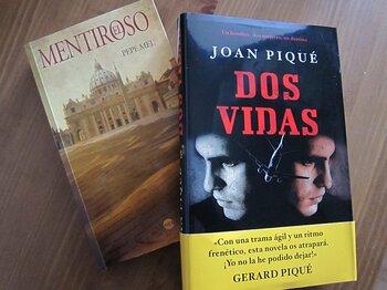 スペインで出版が相次ぐ一風変わった「サッカー本」。~ベティス監督からピケの父親まで~<Number Web> photograph by Shin Toyofuku